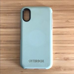Mint green Otterbox (fits iPhone X)